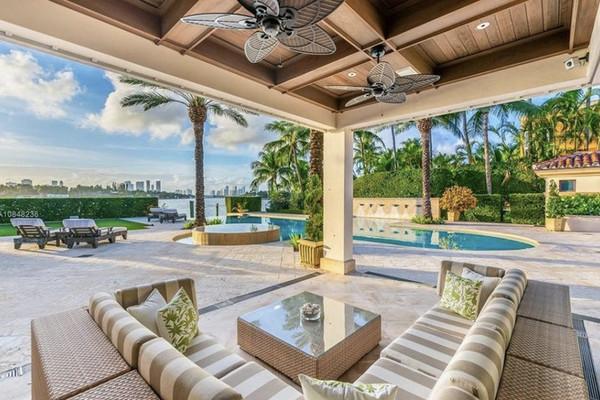 Jennifer Lopez achète une villa avec Coldwell Banker