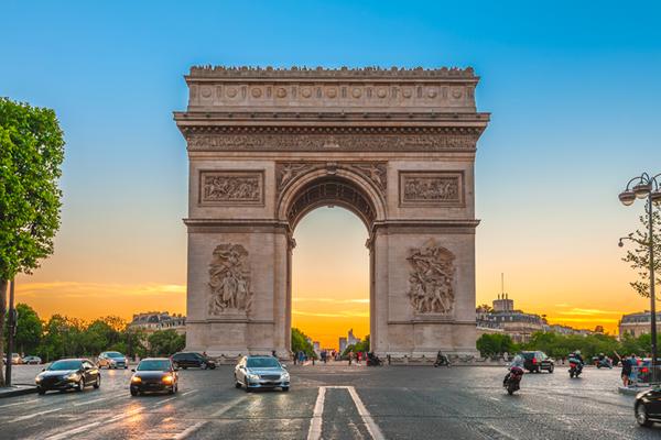 L'empaquetage de l'Arc de Triomphe, oeuvre posthume de Christo
