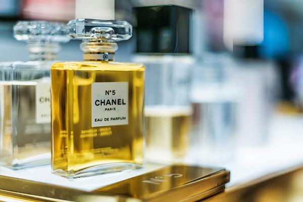"""""""Chanel N°5"""" : le parfum culte a 100 ans"""