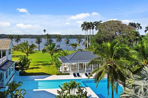 Le propriétaire de Victoria's Secret achète un domaine en Floride pour 55 millions de dollars à travers Coldwell Banker.